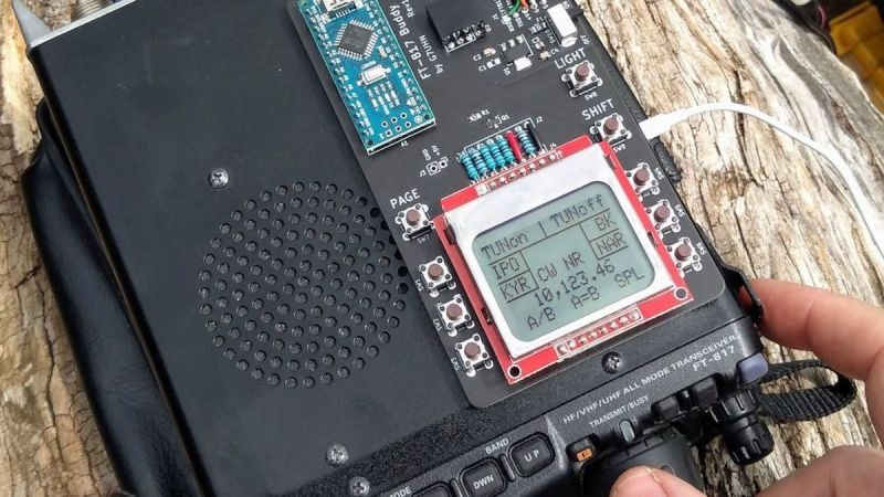 The auxiliary display makes Ham Radio field operations easier