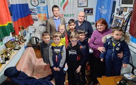 Junior school students from Aznakaevo held a session on radio communication with the cosmonauts